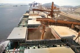 Os portos de Paranaguá e Antonina fecharam maio com 5% de alta na movimentação de mercadorias. Foram 18,2 milhões de toneladas de produtos que passaram pelos terminais nos cinco primeiros meses do ano, contra 17,3 milhões de toneladas no mesmo período do ano passado. Foto: Divulgação APPA